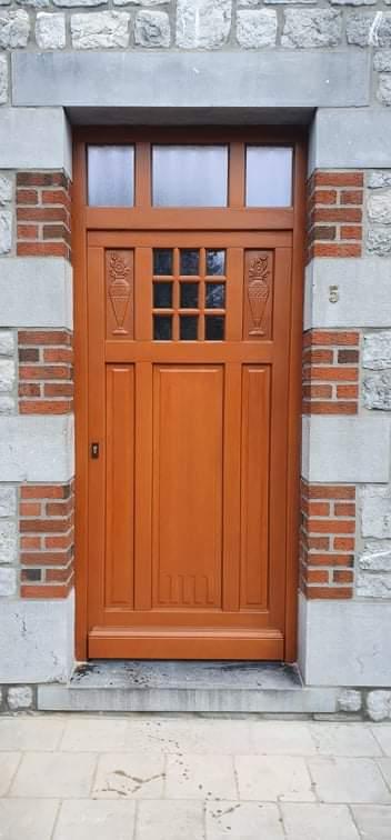 Pose d'une porte en bois Emac par Pasquarelli