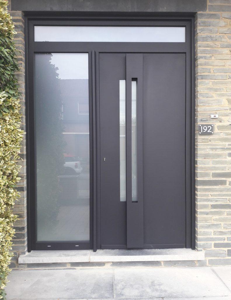 Porte d'entrée en PVC dans la région de Charleroi