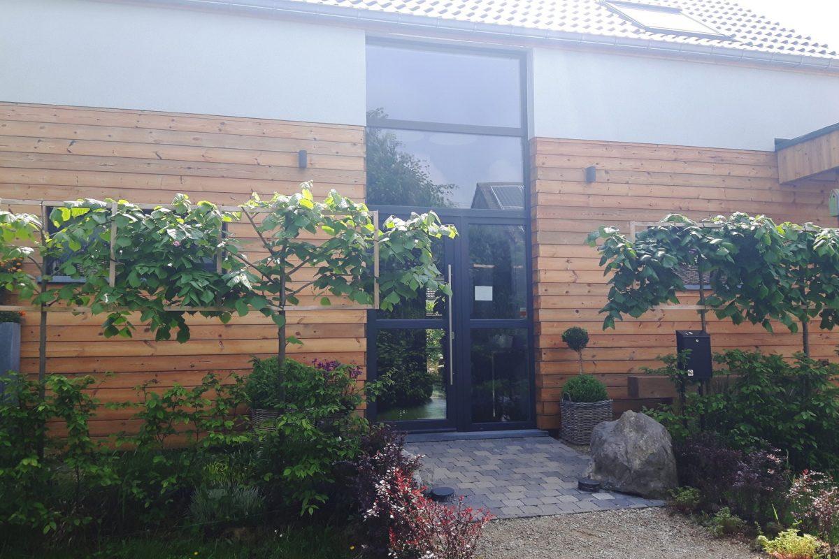 Placement d'une porte d'entrée d'une maison à Charleroi